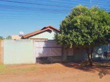 Imóvel com boa estrutura e quintal amplo