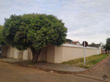 Casa térrea em terreno grande