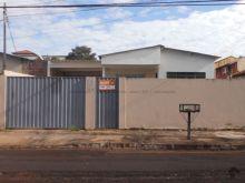 Duas casas com entradas separadas