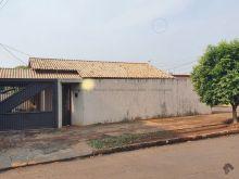 Casa térrea com 01 apartamento e 02 quartos - esquina