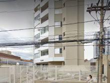 Apartamento amplo em andar alto com 2 vagas no centro